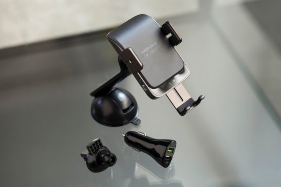 Momax CM12 Q.Mount Smart 2 紅外線感應汽車無線充電支架